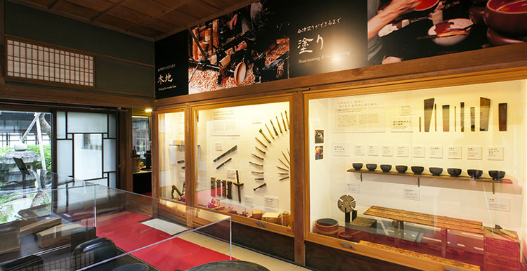 展示3:会津塗りの工程と職人の道具
