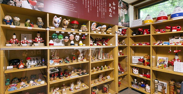 民芸品紹介:会津の民芸品の展示と販売